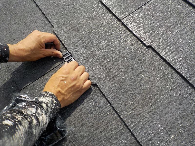 屋根材にタスペーサー挿入