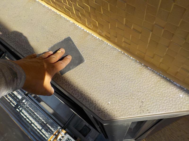 出窓の屋根の研磨