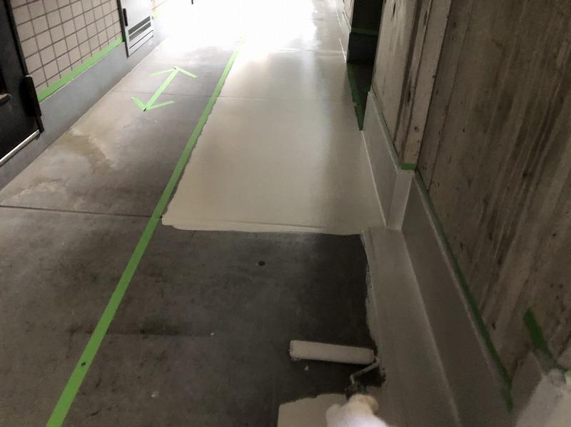 廊下床ボウジン中塗り