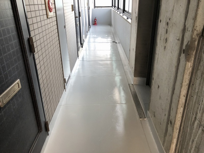 廊下床ボウジン塗装完了