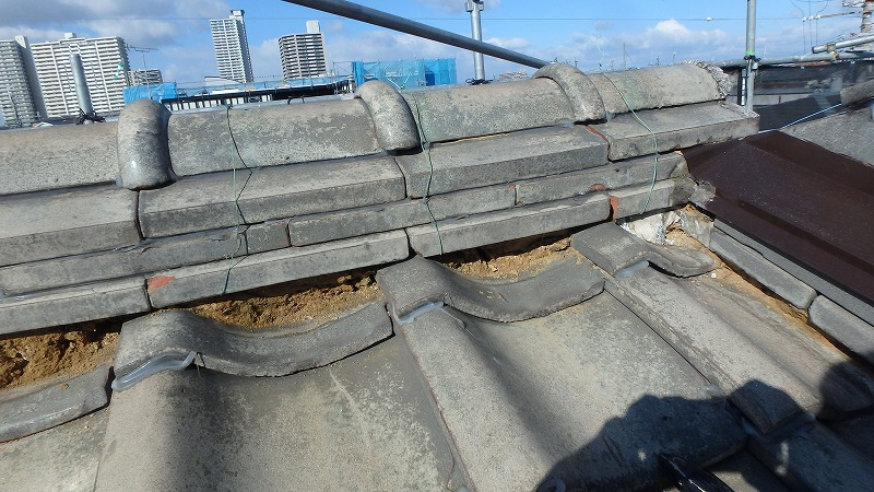 屋根の漆喰の撤去
