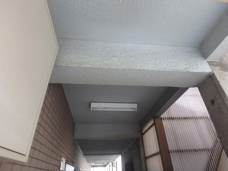 マンション廊下天井の劣化状況
