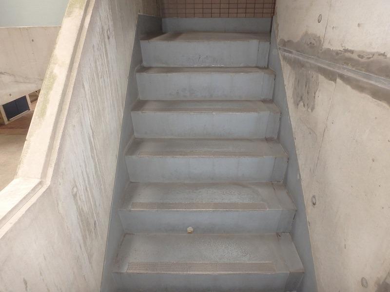 マンション階段の劣化状況