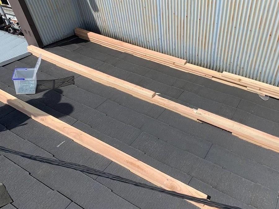 勾配を付ける為の垂木設置