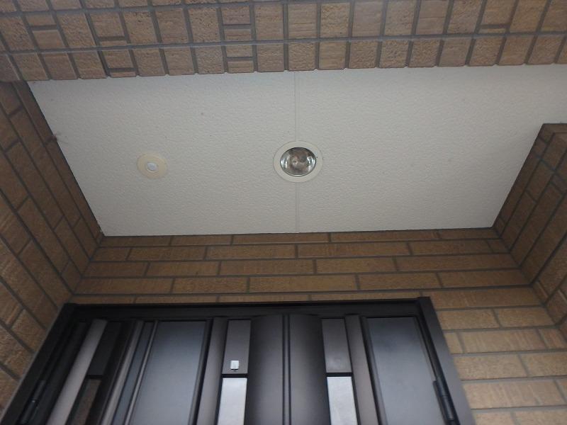 塗装前の玄関の軒天