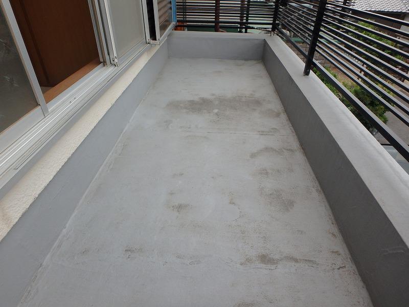 ベランダ防水施工前の床