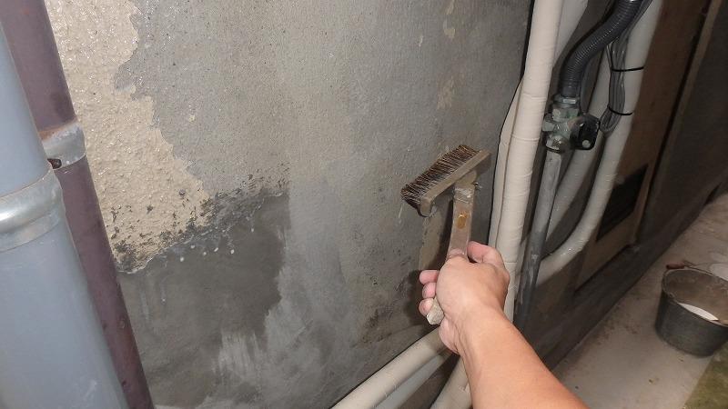 外壁左官補修の接着剤塗布