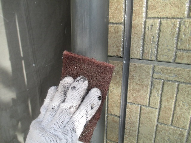 雨樋塗装前のケレン作業
