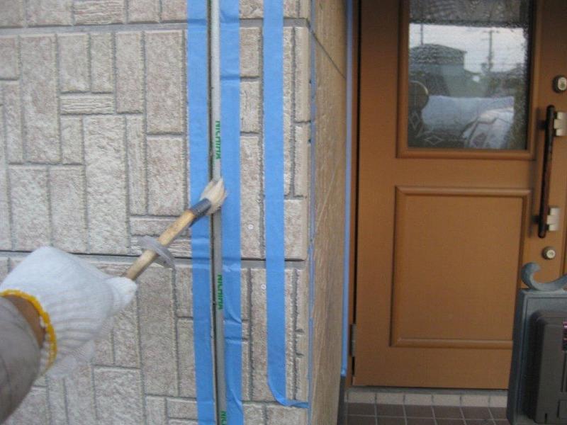 コーキング充填前のプライマー塗布