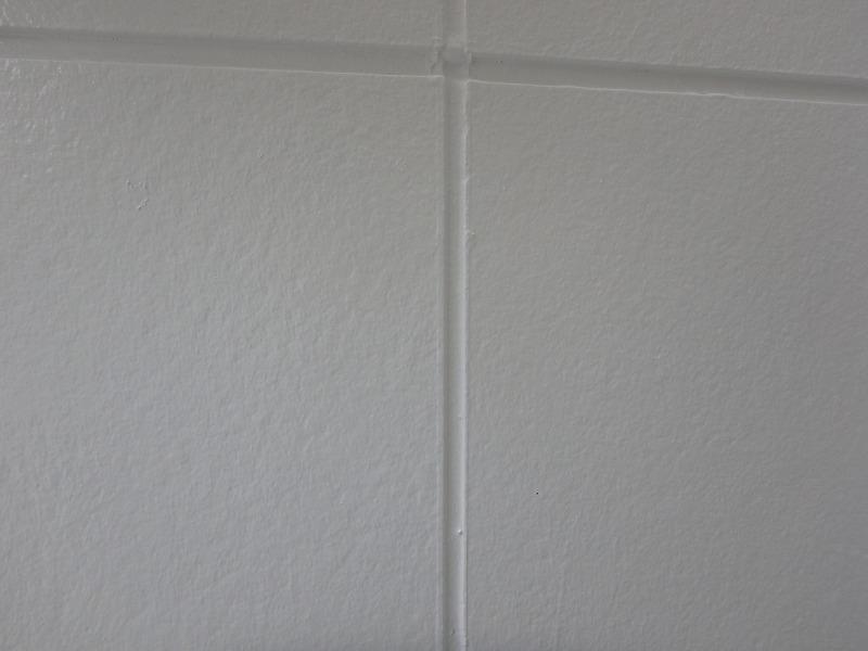 塗り替え後の改善されたコーキングのひび割れ