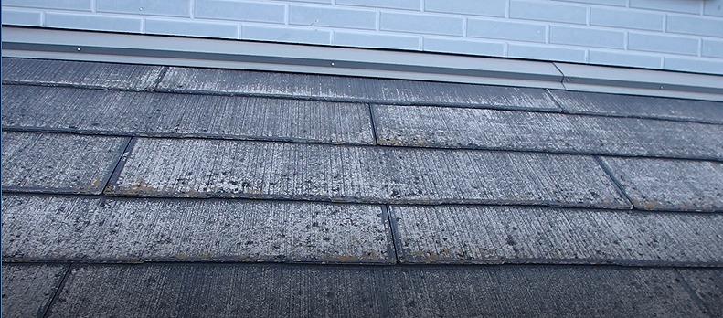 塗り替え工事前のスレート屋根の様子