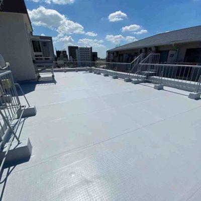 防水工事施工後の屋上全体