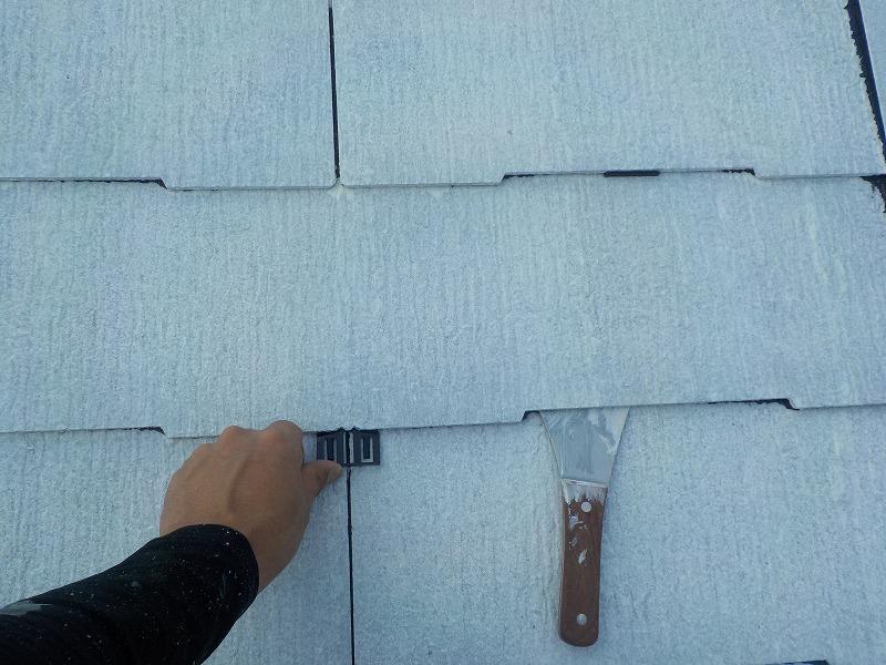 スレート屋根の縁切り(タスペーサー挿入)