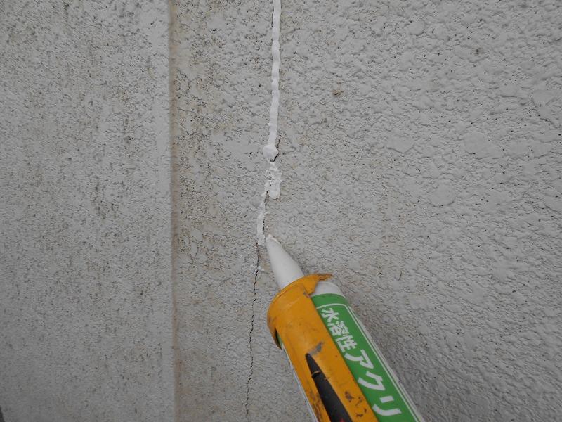 外壁のひび割れのコーキング