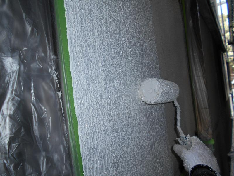 マスチックローラーで外壁の下塗り