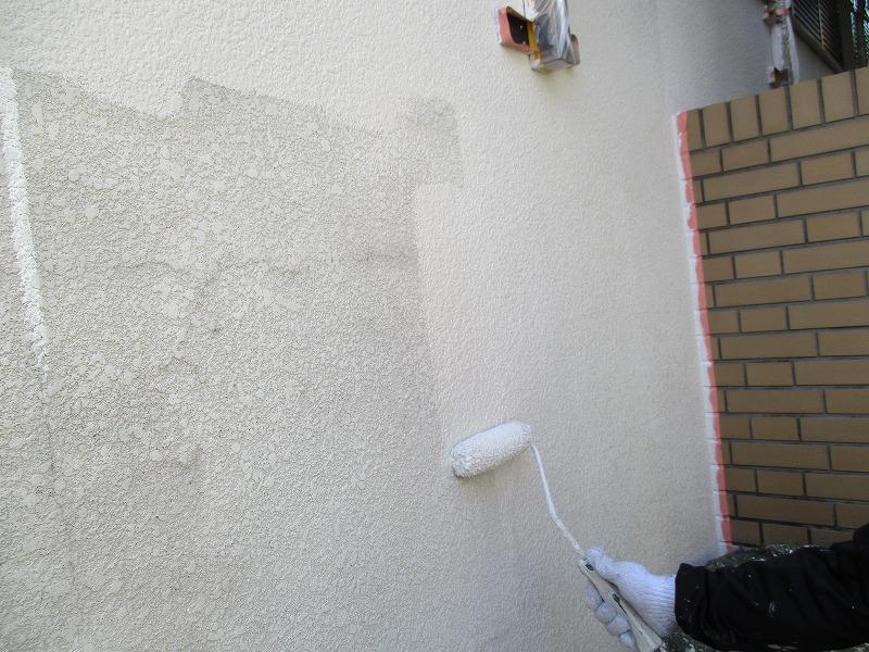 塀の下塗り