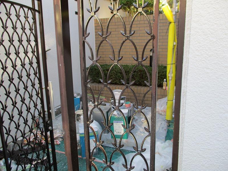 塗り替え前の門扉