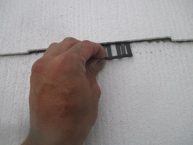 屋根にタスペーサー挿入
