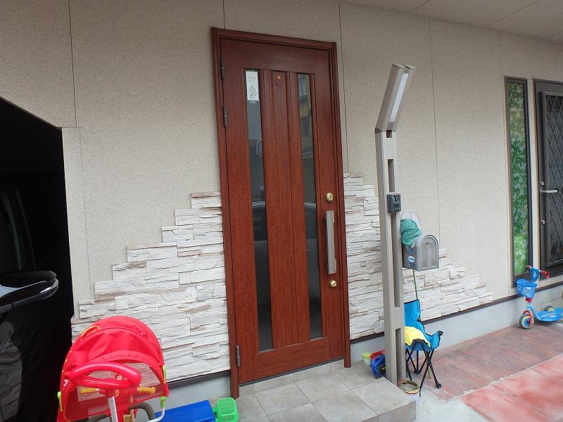 外壁リフォーム前の玄関まわり
