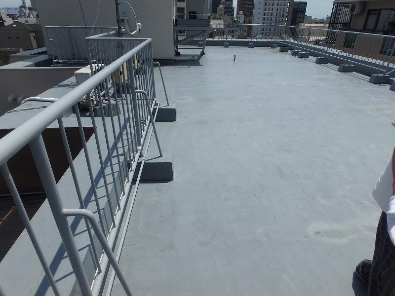 防水工事施工前の屋上全体