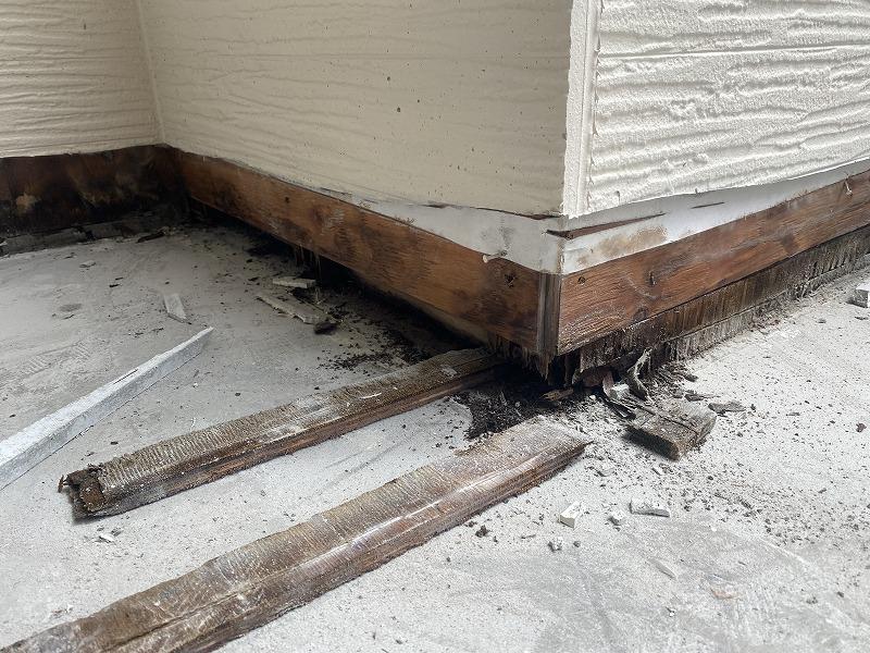 外壁を捲ったベランダ下地