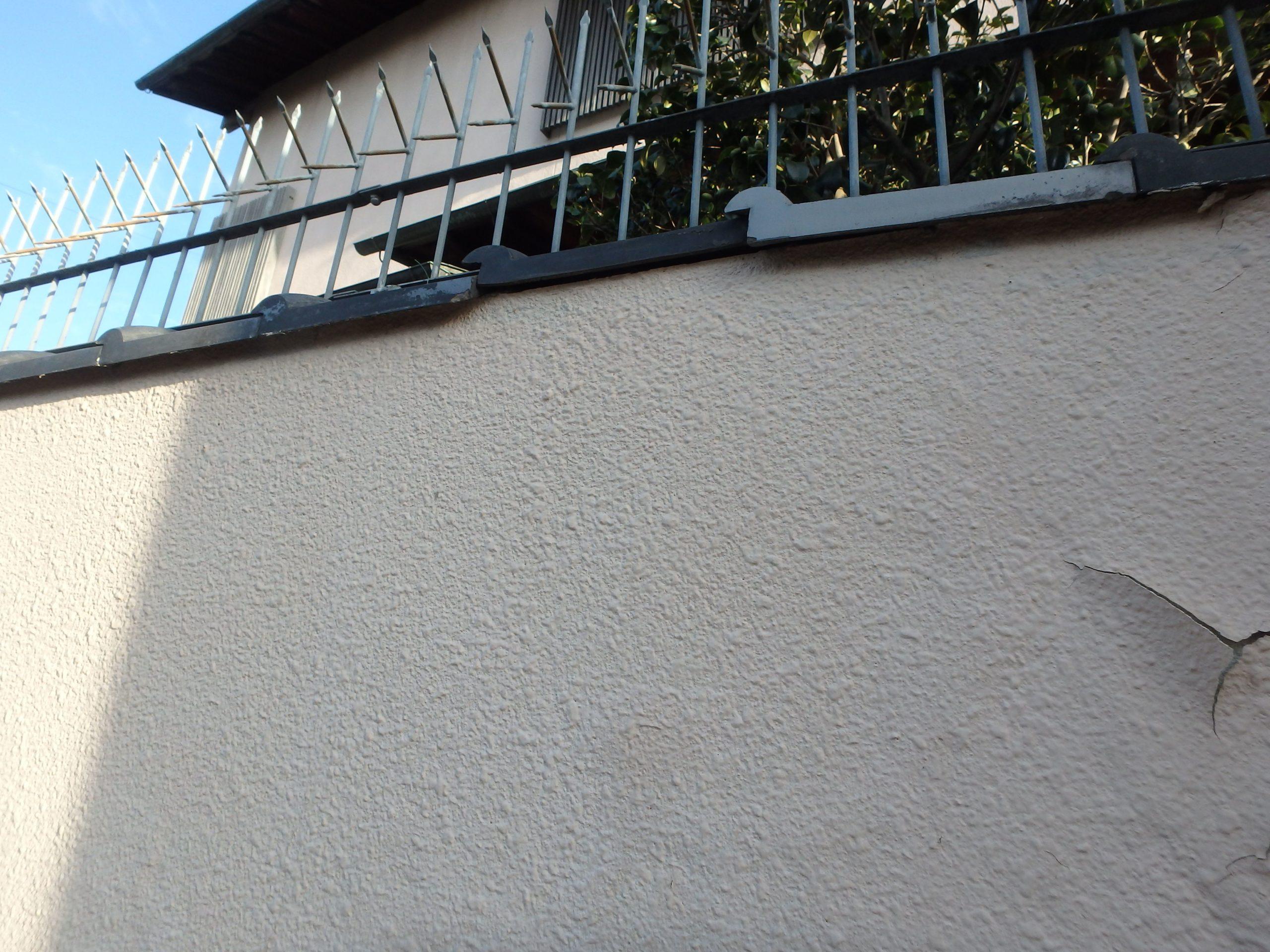 ひび割れした外壁