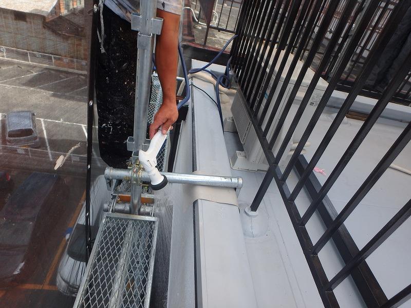 防水工事施工後雨漏りがしないかチェック