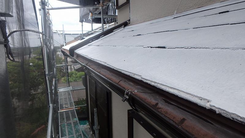 下屋根にアレスクールシーラーで下塗り