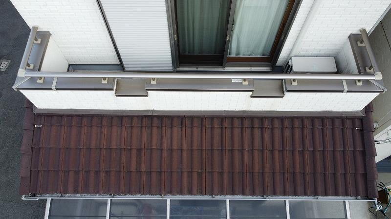 下屋根の様子をドローン点検