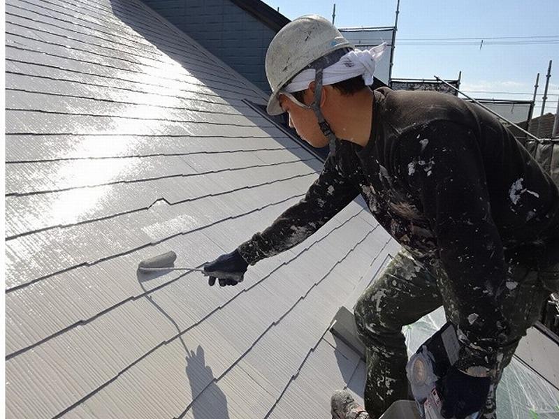 屋根塗装は油性塗料を使用