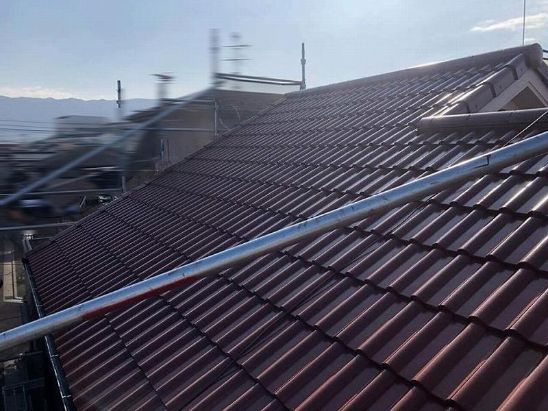 日差しで違う色に見える屋根