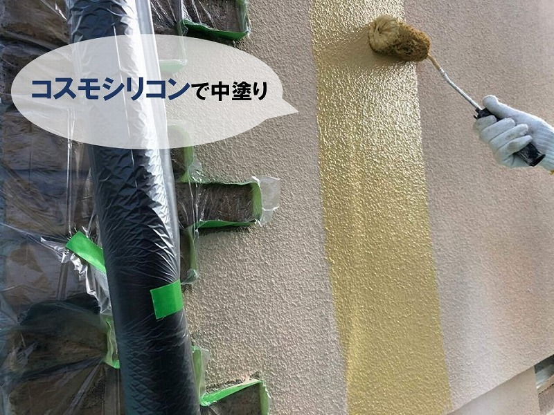 コスモシリコン(仕上げ塗料)で外壁の中塗り
