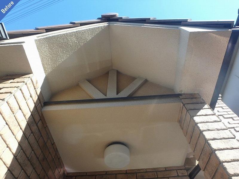【外壁塗装前】玄関廻りと軒天