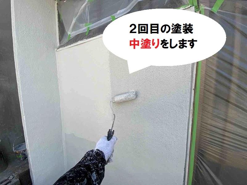 堺市 カビでお困りのお宅に外壁塗装 コスモシリコンでの中塗り