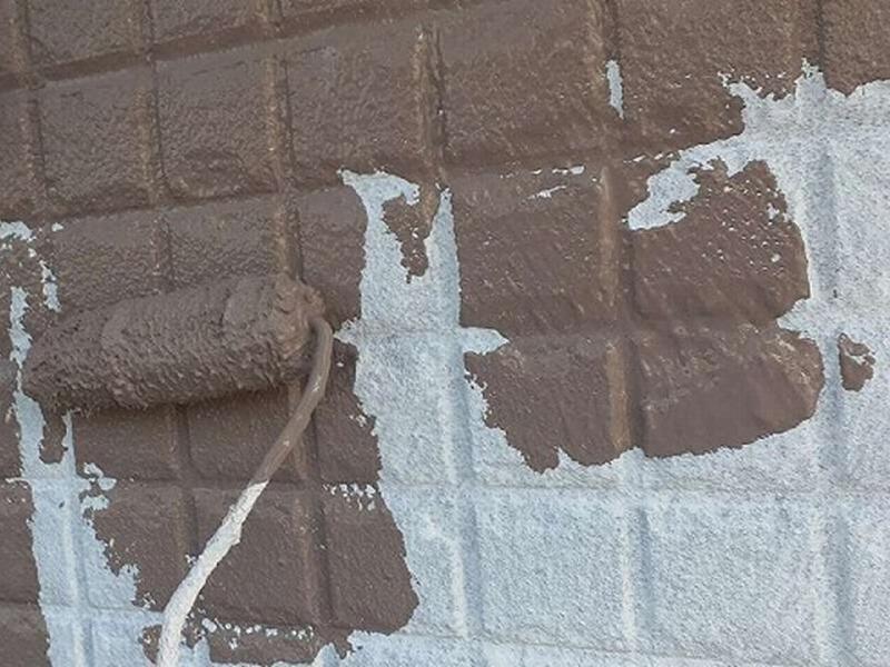 外壁の中塗り(アクセントカラー)